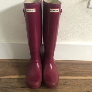 Original tall glossy rubber Hunter Boots size 8